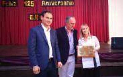 La Plata: Bruera particip� de los festejos por el 125� aniversario de la escuela N� 15