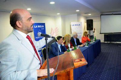Taiana y Tineo proponen debate sobre nuevos desaf�os de econom�as regionales