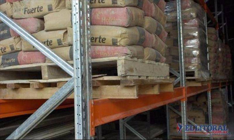 Falta de cemento: obreros siguen trabajando con reestructuraciones