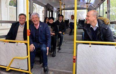 Andreotti inauguró un ramal del colectivo 710 que llega al Poli N° 3