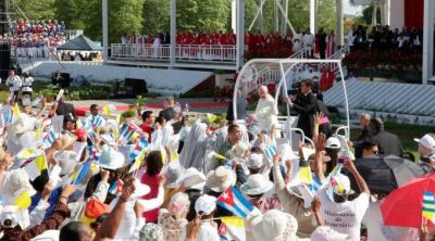 Papa Francisco ha contribuido a la vitalidad de la Iglesia en Cuba, dice P. Lombardi