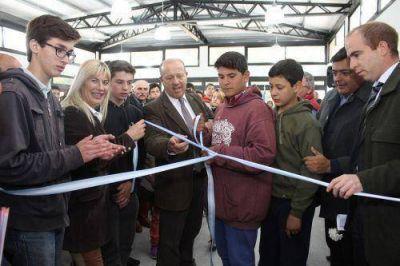 Paredi y De Lucia inauguraron nuevas residencias en Escuela Agraria