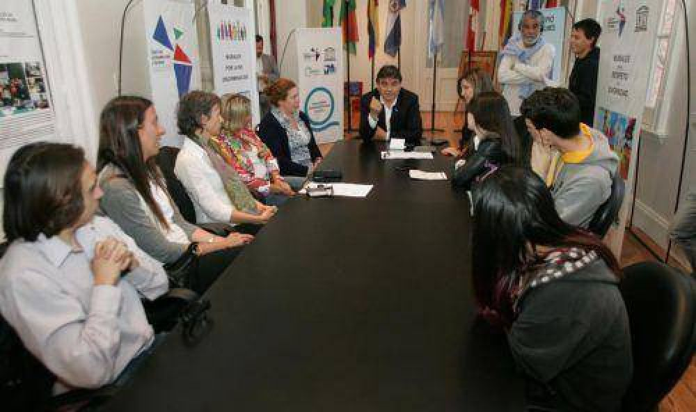 Gutiérrez presentó la ley del boleto especial educativo en Quilmes