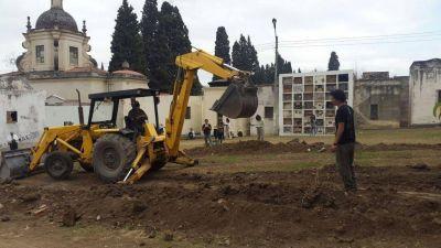 Buscan restos de desaparecidos en el cementerio de la Santa Cruz