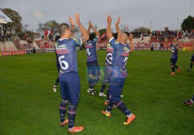 Por la senda de la recuperación: Atlético Paraná derrotó 2 a 1 a Los Andes