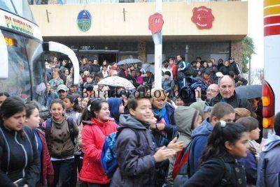 A pesar de la lluvia el tercer contingente de alumnos de Baradero viajó a Tecnópolis…