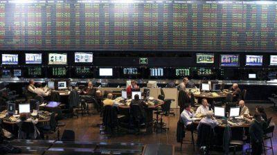 La desconfianza volteó a los bonos y recalentó al dólar