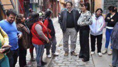 Lozano anunci� que apoya a Donda durante una recorrida por la villa 31