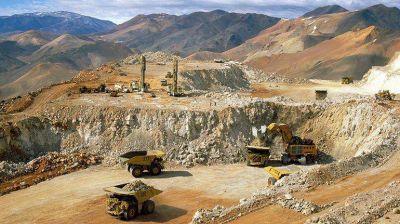 Derrame de cianuro: imputaron al secretario de Minería y a 9 empleados de la Barrick Gold