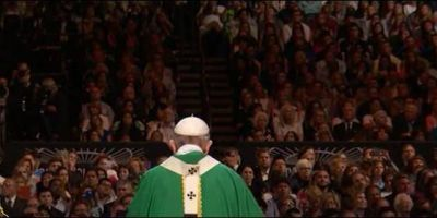 """Papa Francisco denuncia el """"anonimato ensordecedor"""" de miles de descartados en las grandes ciudades"""