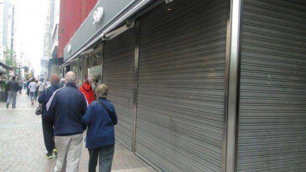 """Día del Empleado de Comercio: aseguran """"total acatamiento"""" para no abrir las puertas"""