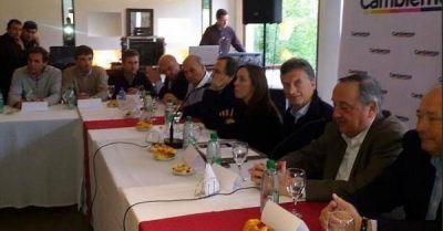 2 de 14 Aued, junto a Macri en su recorrida por la Quinta Sección