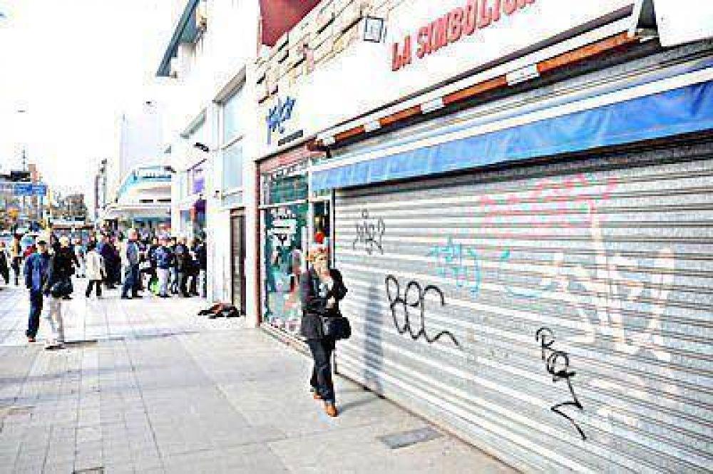 Persianas bajas para celebrar el Día del Empleado de Comercio