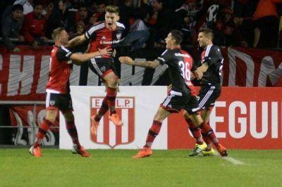 A Newell's le salió todo bien y derrotó por 2-0 a Estudiantes en La Plata