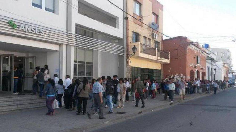 Nuevamente paro en Anses de calle Jujuy