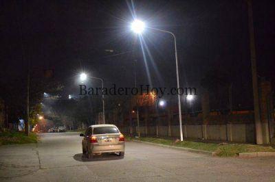 La Municipalidad instala otra partida de luminarias.