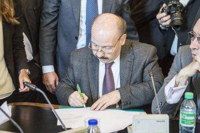 Inza firmó un convenio con Nación para la reparación de caminos rurales