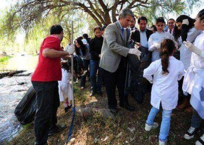 """""""A Limpiar el Mundo"""": casi 400 chicos se recibirán de Embajadores Ambientales"""