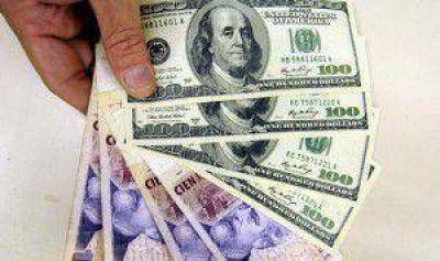 El dólar oficial terminó a $9,43, con la mayor suba mensual del año