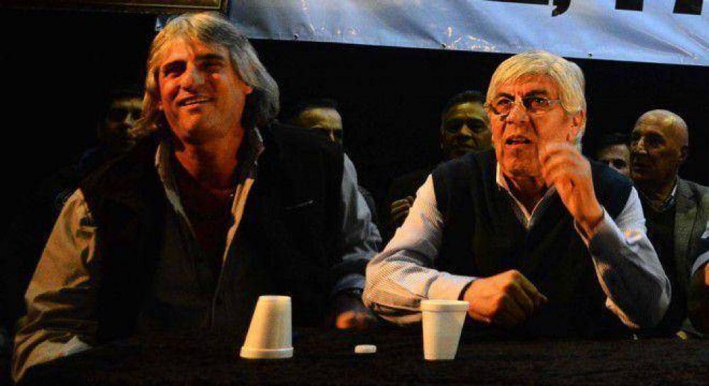 Moyano irrumpió en el encuentro de transporte para aclarar que no está con Macri