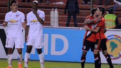 Estuvo a la altura: aunque sufrió y perdió ante Liga de Quito, River se clasificó a los Cuartos