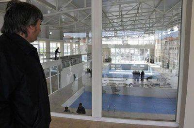 Máximo, en el natatorio de Río Gallegos