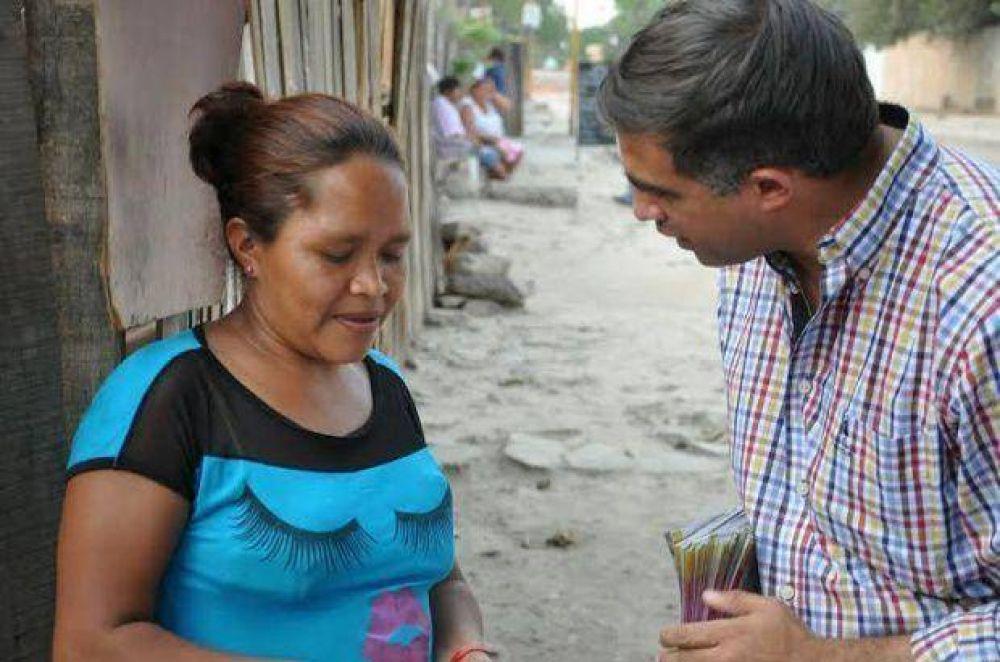 """Miguel Nanni en barrios de Orán: """"Es doloroso ver tanta pobreza"""""""