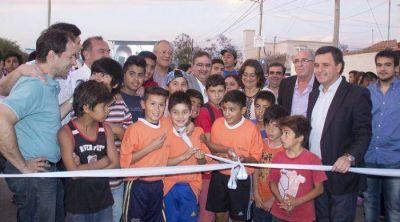 Inauguran nueva canchita y 36 cuadras de pavimento en el Norte