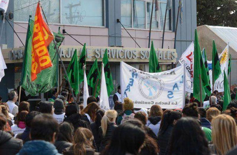 Fuerte respuesta al paro de ATE/CTA-A e importante movilizaci�n en R�o gallegos