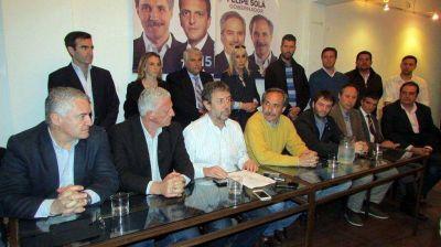 """Arteaga presentó su lista y acusó al oficialismo de """"comprar candidatos"""""""