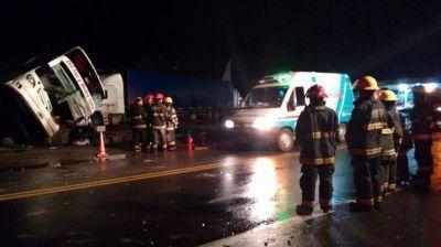Al menos un muerto y 20 heridos por un choque cerca de Arroyito