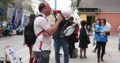 """Docentes protestaron contra el """"vaciamiento"""" de ASUN"""