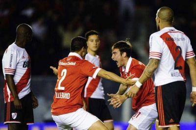 Independiente goleó a un River deslucido y con graves falencias en defensa