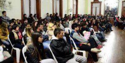 Lanzaron un programa de ayuda económica a integrantes del plan Progresar