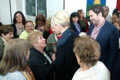 Karina Rabolini y Matías Molle visitaron un centro de jubilados