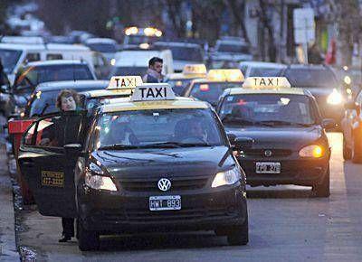 El Concejo empieza a debatir el pedido de aumento de los taxistas