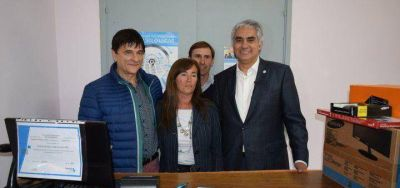 Gasparini junto a Montoya inauguraron un Centro de Servicios en Carlos Beguerie