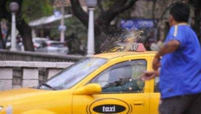 Seguirán las paradas de remises y habrá más protestas de taxis