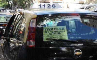 Taxis: el costo del abono por el servicio de GPS se incluiría en el reajuste tarifario