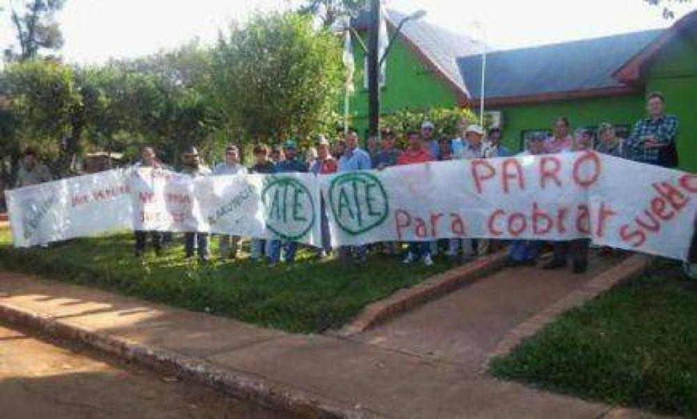 El Soberbio: Municipales protestan por suspensión del 50% de los salarios