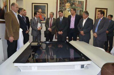 La Rioja firm� acuerdo con importantes empresas internacionales de telecomunicaciones