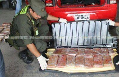 Un auto fue localizado con 76 kilos de marihuana en el puente