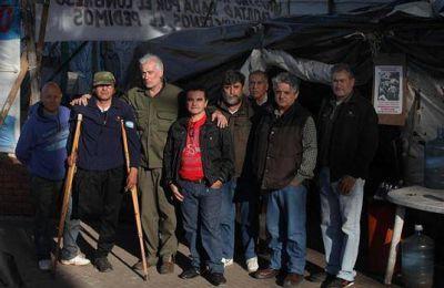 Los veteranos siguen en la Plaza de Mayo, sin pared, pero con el mismo reclamo