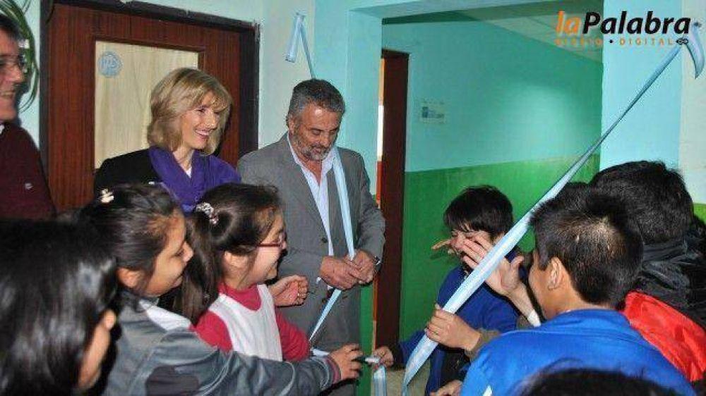 Curetti dejó inaugurada el aula laboratorio de la Escuela Primaria Básica Nº11
