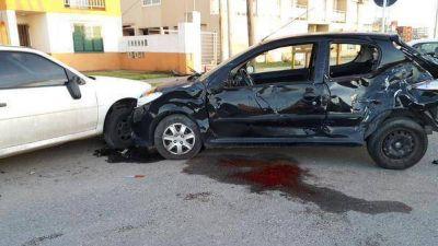 En un terrible accidente de tránsito una joven murió y su amiga está muy grave