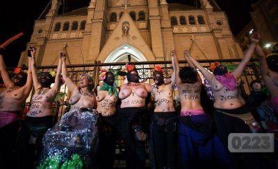 #MarDelPlata Incidentes frente a la Catedral: peleas y gases