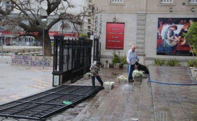 Vandalismo y destrozos tras el paso de violentas mujeres que participaban de la multitudinaria manifestación