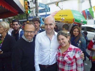 Valenzuela y Rodr�guez Larreta caminaron Caseros centro