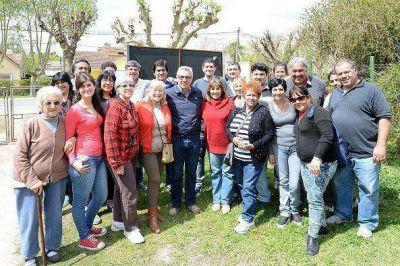 Zamora recorrió Dique Luján y Villa La Ñata para dialogar con vecinos