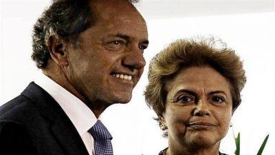 Una Rousseff acechada por la crisis apoyó la postulación de Scioli